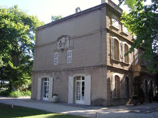 Saint-Martin-de-Crau, Frankrike: La Laure depuis le jardin