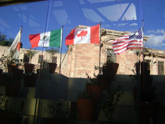 Casa Magica Hotel: flying flags of guests