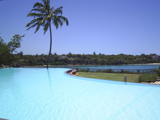 Mnarani Club & Spa: the beautiful infinity pool