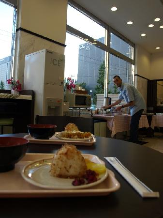 Toyoko Inn Hakata Nishinakasu : breakfast time