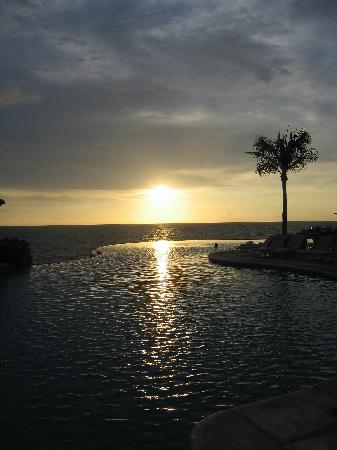 Four Seasons Resort Punta Mita: Nuna infinity pool at sunset