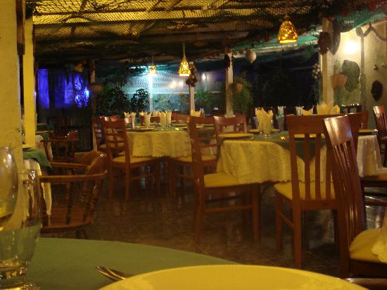 Niko's Restaurant: Dining Room