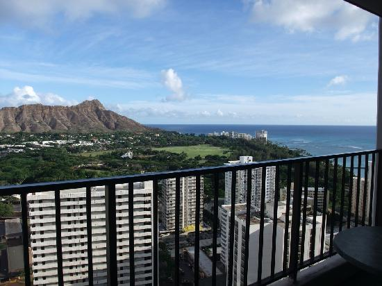 Aston at the Waikiki Banyan : ラナイからの眺めです