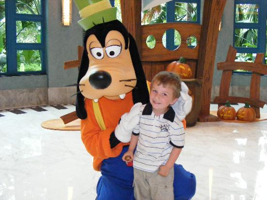Disney's Hollywood Hotel: Goofy hugging one of the Kids