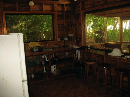 Cabinas Los Cocos: The kitchen of the Teak Cabin