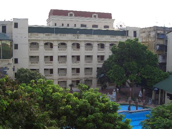 Army Guest House: Army Hotel court yard and pool
