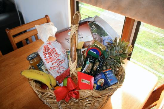 Half Moon Hide-Away: Hamper in the kitchen