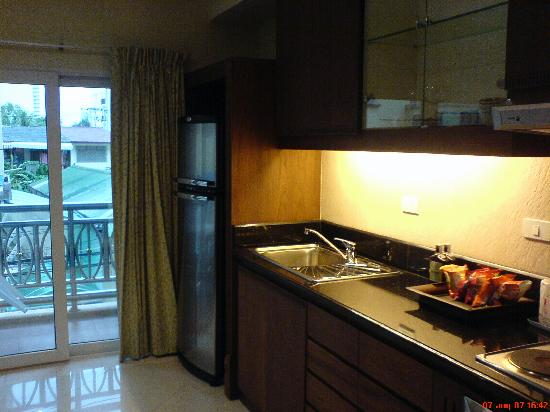 Whitehouse Condotel: kitchen