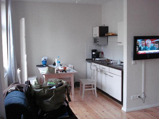 Schoenhouse Apartments: Kitchen