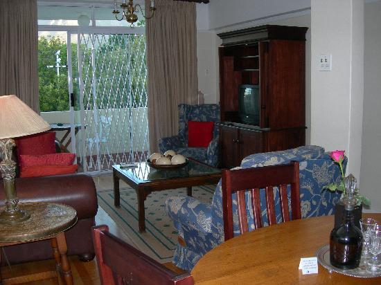 Table Mountain Lodge: living room
