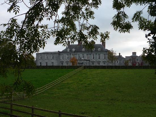 Castle Durrow: Front of castle
