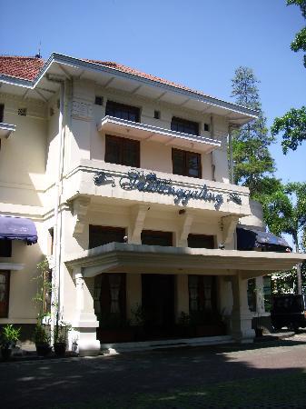 Hotel Bumi Sawunggaling: Hotel exterior