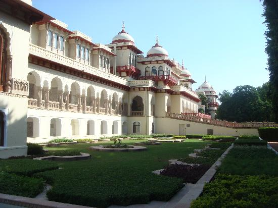 Rambagh Palace : Outside view of the hotel/palace