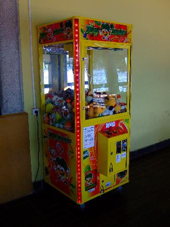 Cres, Kroatia: Toy machine at the camp
