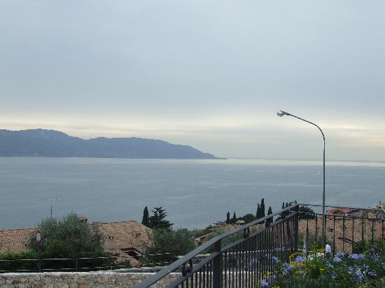 Residence Borgo dei Limoni: View from apartments to Lake Garda