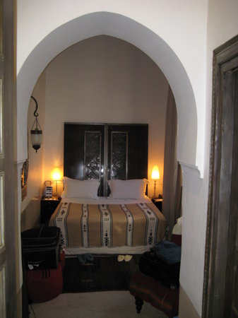 Riad Farnatchi: beautiful bedroom