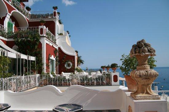 Le Sirenuse Hotel: sun deck