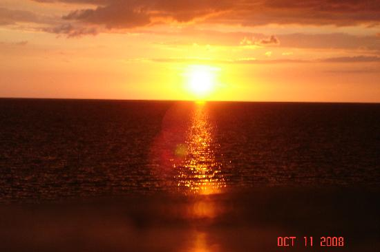 Idlers' Rest Beach Hotel: Sunset