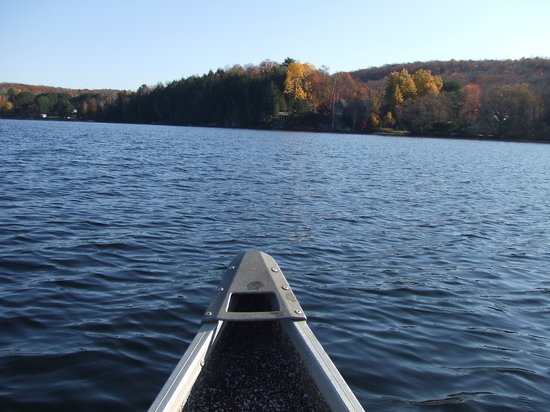 Haliburton, Kanada: Kashagawigamog lake in the canoe