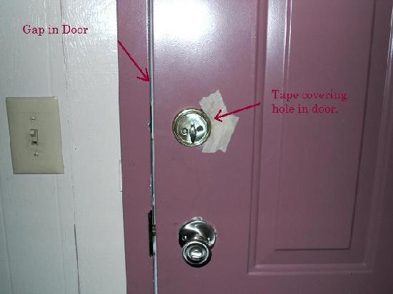 Ocean Lodge: Lock on hotel door