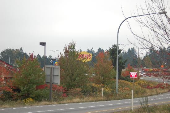Holiday Inn Express Tacoma: Denny's across the road