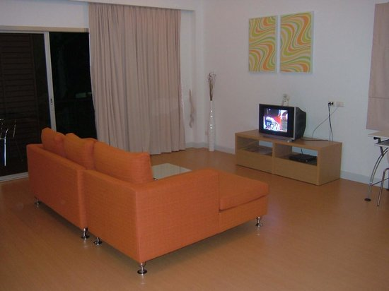 Studio 99 Serviced Apartments: Air-conditioned living hall