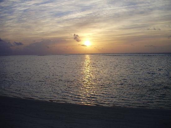 Rihiveli by Castaway Hotels & Escapes: coucher de soleil