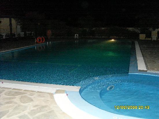 Hotel Anastasia Santorini: Pool at night