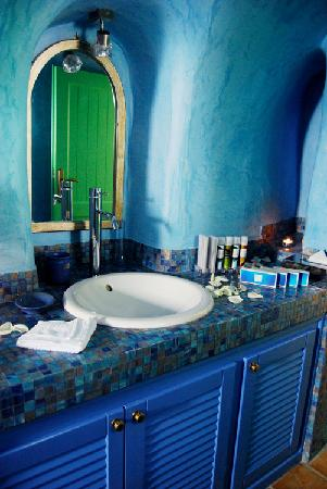 Dreams Luxury Suites: The beautiful bathroom