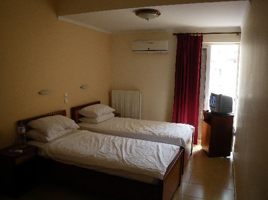 Faros 1 Hotel: chambre