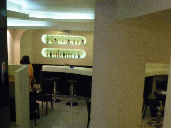 Faros 1 Hotel: bar