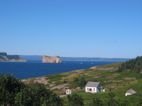 Perce, Canada: au loin le rocher percé
