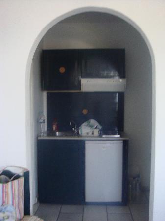 Athina Studios and Apartments: kitchen