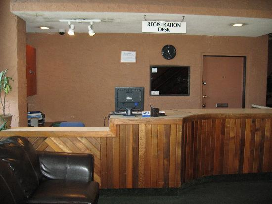 Glen Lake Inn: Registration Desk