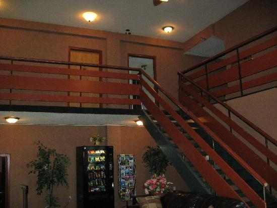 Glen Lake Inn: Stairs From Lobby to Room 221 at Top