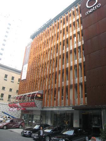 Metro Hotel: la façade sur une rue calme