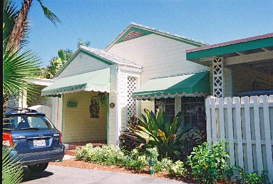 Tropical Gardens Bed & Breakfast: Front of house