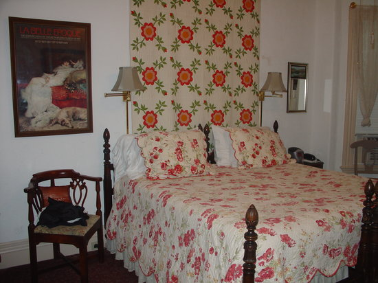 Beech Tree Inn- Brookline: Our room