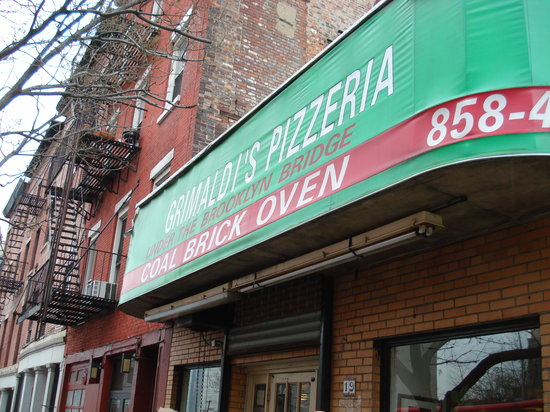 A Slice of Brooklyn Bus Tours : Grimaldi's - my favourite