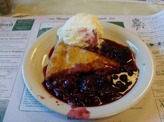 Moody's Diner: Four berry pie