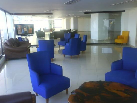 Hotel Blue Tone: este es el loby del hotel, despues de la remodelacion quedo muy bonito
