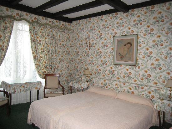 Ermitage Hotel Sacre-Coeur : Our large and pretty bedroom