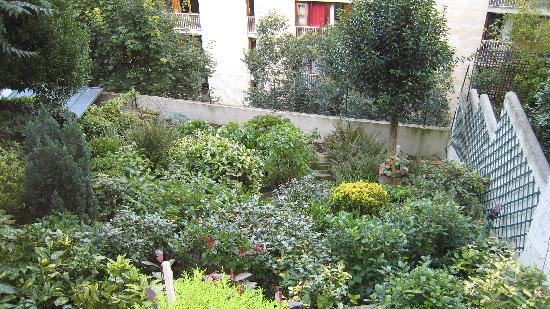 Ermitage Hotel Sacre-Coeur : The hillside garden behind the hotel