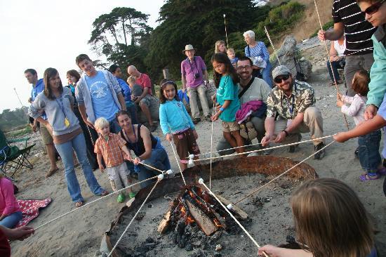 Santa Barbara Family Vacation Center: Family campfire on the beach