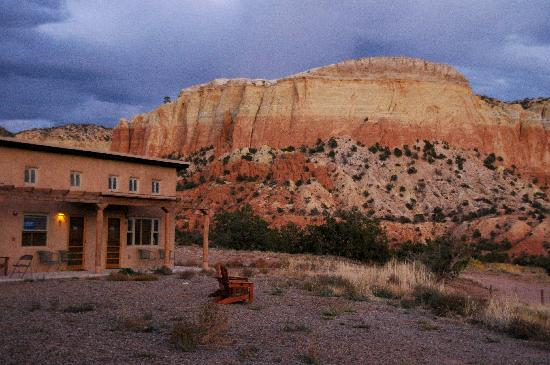 Abiquiu, Nuevo México: Ghost Ranch Before the Rain