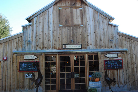 Lone Madrone Winery: Entrance