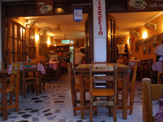 Margherita e Carbonara : Inside Dining Room