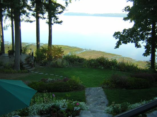 The Inn at Mallard Cove: Backyard