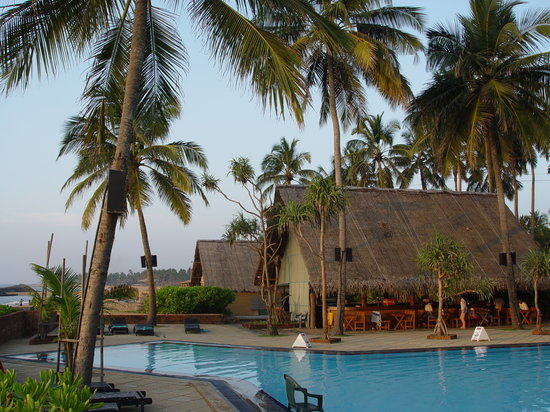 Ranweli Holiday Village: Pool area at Ranweli