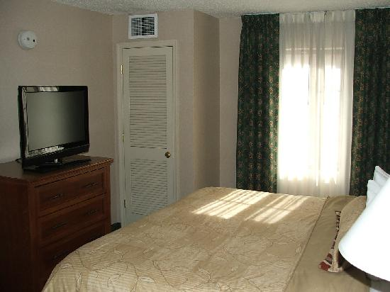 Staybridge Suites McLean-Tysons Corner: Master Bedroom